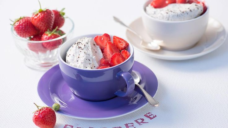 Kaffeecreme mit Erdbeeren | Ein Träumchen - Kaffeecreme mit Erdbeeren. Über dieses Rezept freuen sich Kaffeefreund und Naschkatze.
