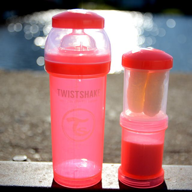 Pink bottle with a white top and powder box! (filled with fruit this time) www.twistshake.com