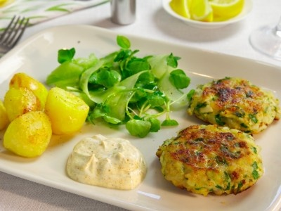 While fish cakes were first probably thought of as a novel way to use up leftover fish, there really is no reason not to make them from scratch! Here is a delicious #recipe, perfect for a light #lunch. Order your recipe bag to get delicious dishes with all the ingredients needed delivered to your door!
