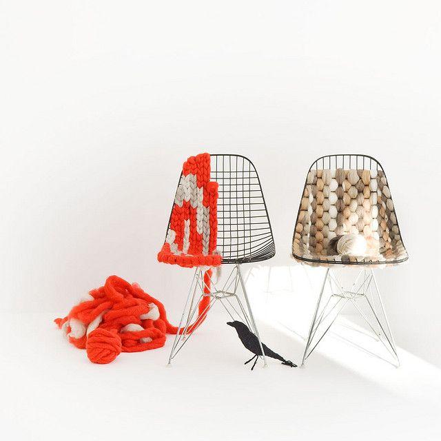 Knitting Eames wire chair // knitting work: plainliving // photo: Osamu KoizumiIdeas, Knits Eames, Eames Chairs, Yarns, Eames Wire, Wire Chairs, Furniture, Diy, Design