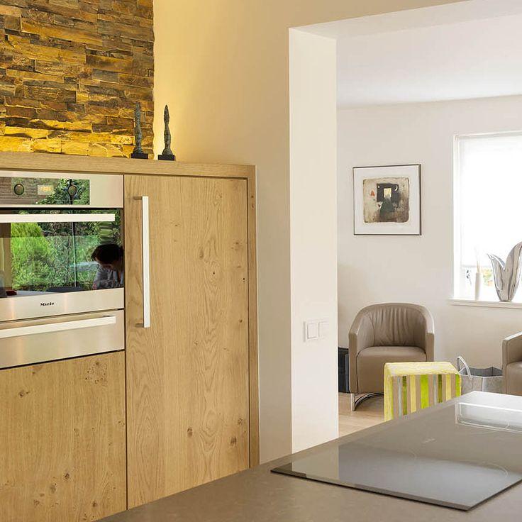 Kastdeuren voor hoge keukenkasten, inloopkast of vaste inbouwkasten laat u op maat maken bij Houtmerk. Ook voor Ikea Keukens. www.houtmerk.nl