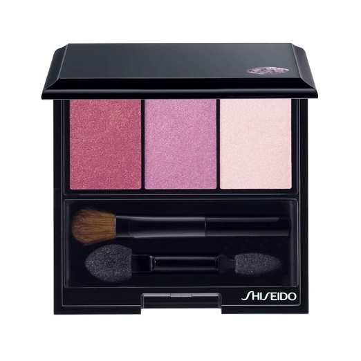"Shiseido Luminizing Satin Eye Color Trio PK403 ""BOUDOIR"". Eine Palette sinnlicher Rosatöne. Dunkles Samtrosa, hell schimmerndes Pink und blasses Pastellrosa."