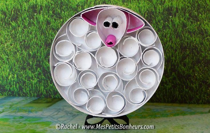 Tubes de rouleaux de papier WC : mouton fait sur un fond de boite de fromage (Coulommiers...) - tutoriel