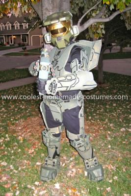 Homemade Master Chief Halo 3 Costume: My 9 year old son really wanted to be Halo for Halloween this year.