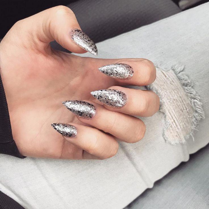 silver glitter stiletto nails ✨