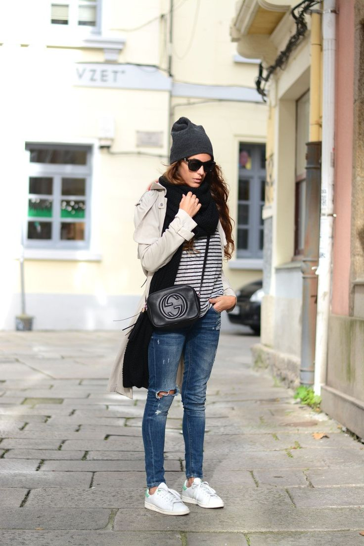trench, stripes, beanie & Stan Smiths. Madrid.  #stellawantstodie