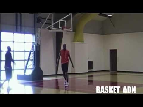 Vídeo de trabajo de Hakeem Olajuwon, uno de los mejores pívots de la historia que jugó en Houston Rockets con Kobe Bryant, jugador de Los Ángeles Lakers. A t...