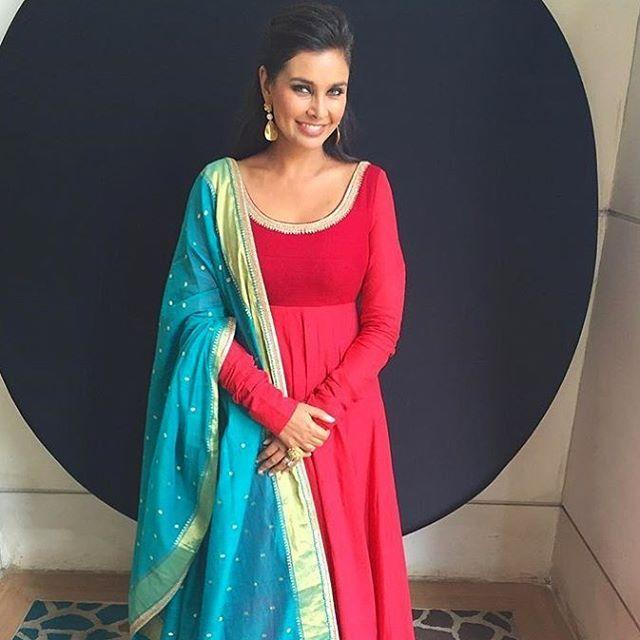 #LisaRay in a #Sabyasachi Traditional Cotton Anarkali #RevivingBenaras #RevivingHandloom for her movie promotions @lisaraniray #StyledBy @aakanksha.a #TheWorldOfSabyasachi