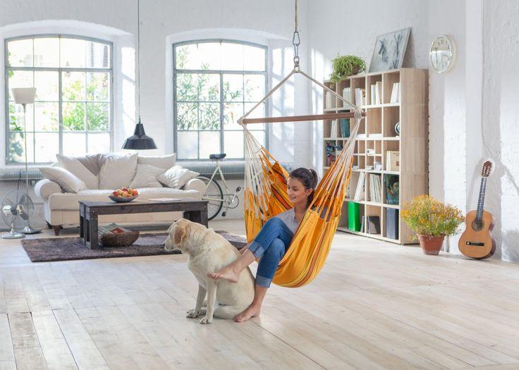 Уютные подвесные кресла-качели в интерьере