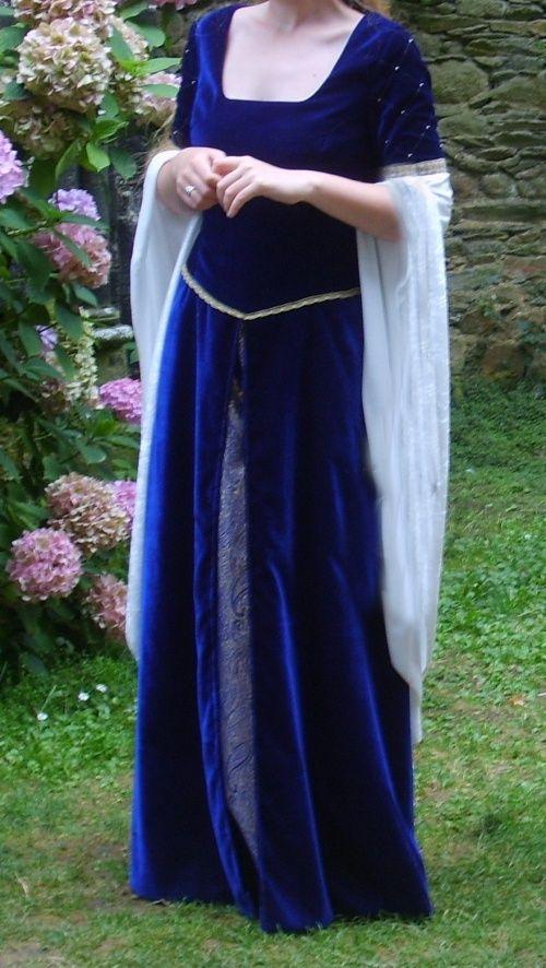 Les 25 meilleures id es de la cat gorie robe m di vale sur pinterest robe m di vale simple for Patron tablier original femme asnieres sur seine