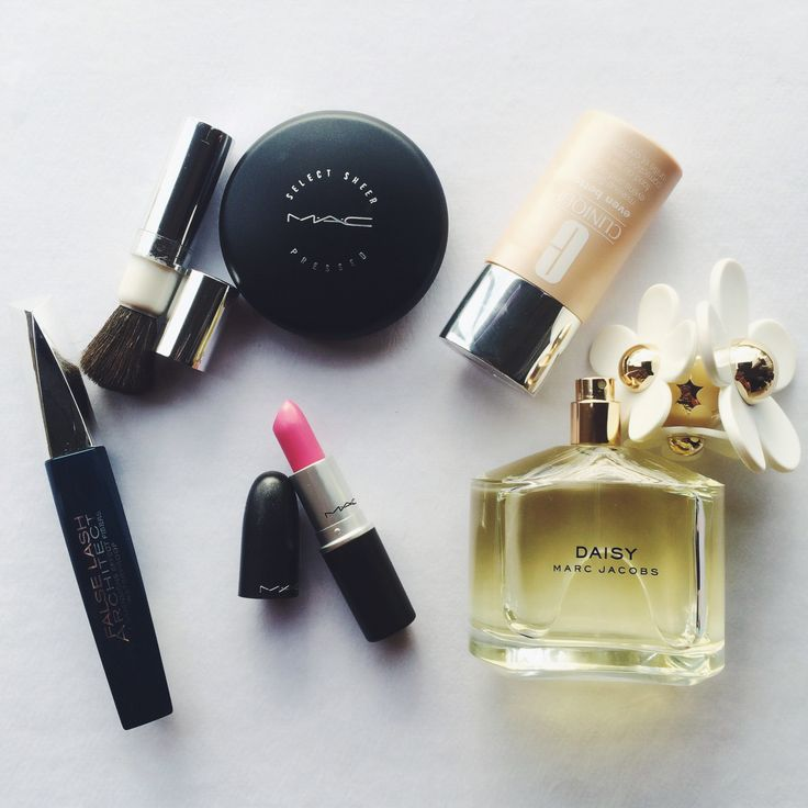 Morning essentials #mac #clinique #loreal #marcjacobsdaisy