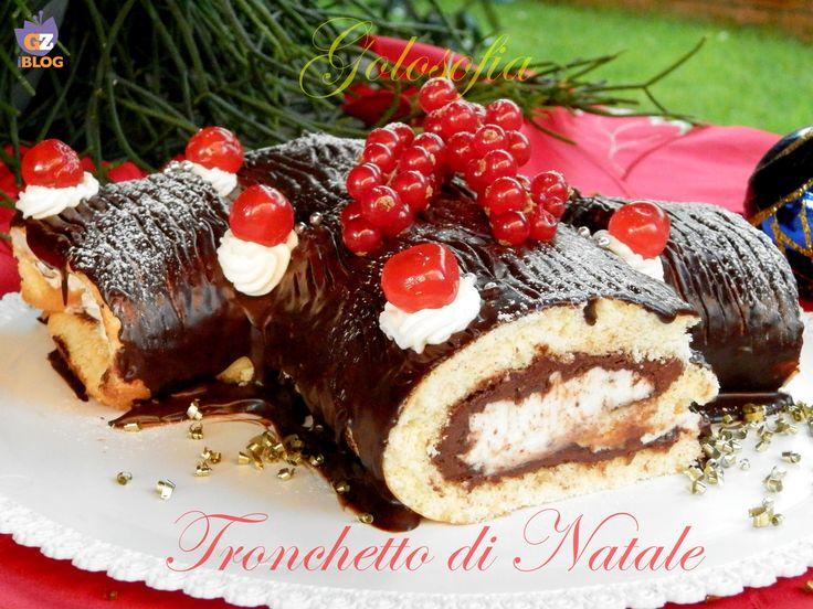 Tronchetto di Natale, soffice rotolo di pasta biscotto, farcito con crema al cioccolato, panna e ganache fondente! irresistibile e semplice da realizzare.