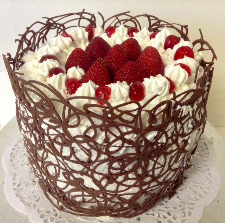 My first Blackforest cake,it's soo amazing with cocholate lace