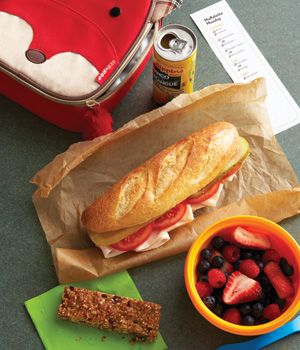 A weekly school lunch menu that your kids can customize. Great for picky eaters!