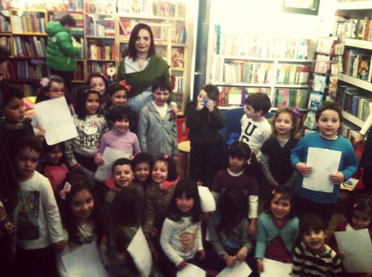 "H Γιώτα Φώτου ταξίδεψε μέχρι την Μυτιλήνη, μετά από πρόσκληση που έλαβε από το Βιβλιοπωλείο Book and Art και έμαθε στα παιδιά καλούς τρόπους, με αφορμή το νέο της παιδικό βιβλίο ""Η μικρούλα η Μιμή πάντα ξέρει τι θα πει""!"