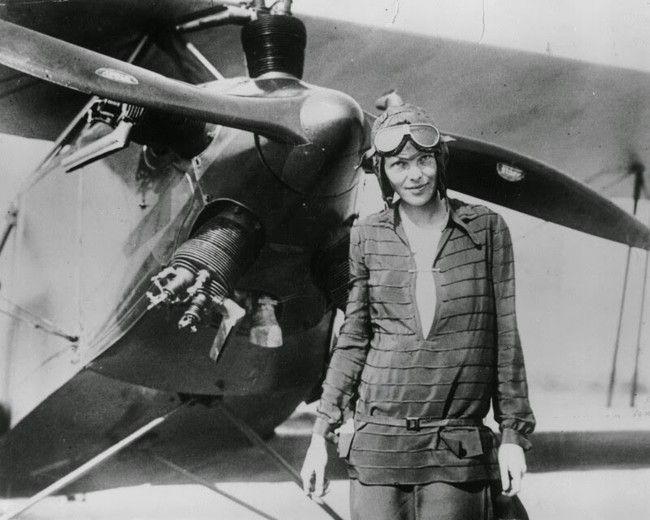 Amelia Earhart, první žena, ktará sama přeletěla Atlantik (1928)