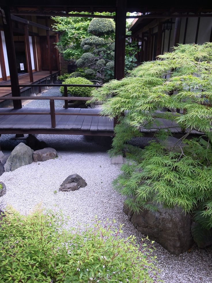Japanese garden. I love this. it is simple and yet elegant looking.