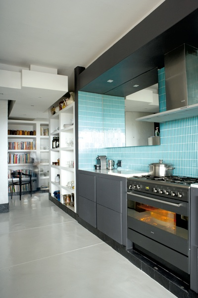 love the color scheme in this entire kitchen