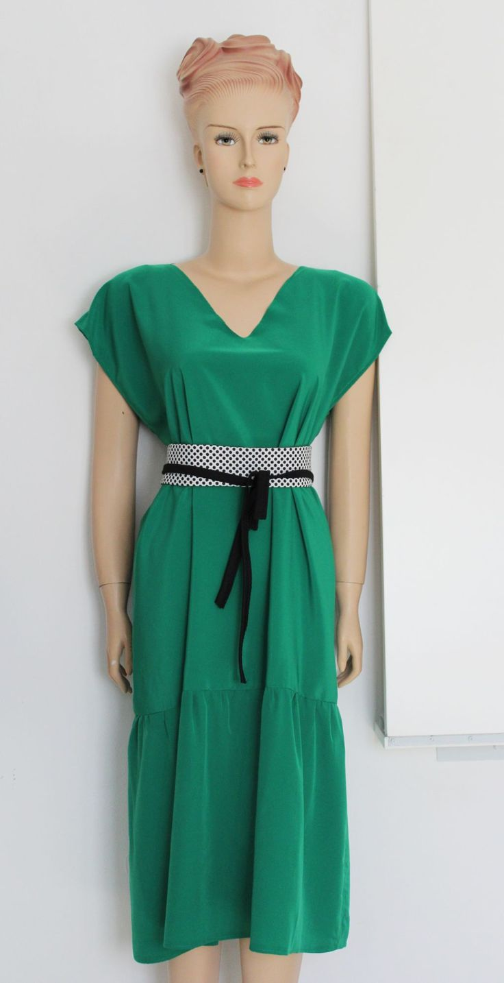 Frill Bottom Dress FREE sewing tutorial on Greenie Dresses for Less. #diyfashion #freesewingtutorials #freesewingpatterns