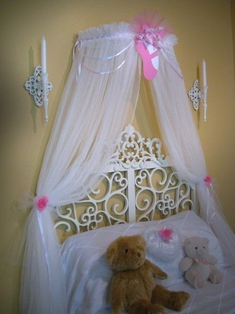 Bed canopy for a little girl