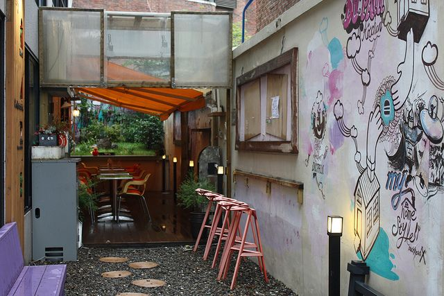 cafe in Seoul, alley way