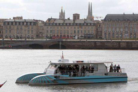 """Bordeaux : première traversée de la Garonne pour """"Batcub"""", la future navette fluviale"""