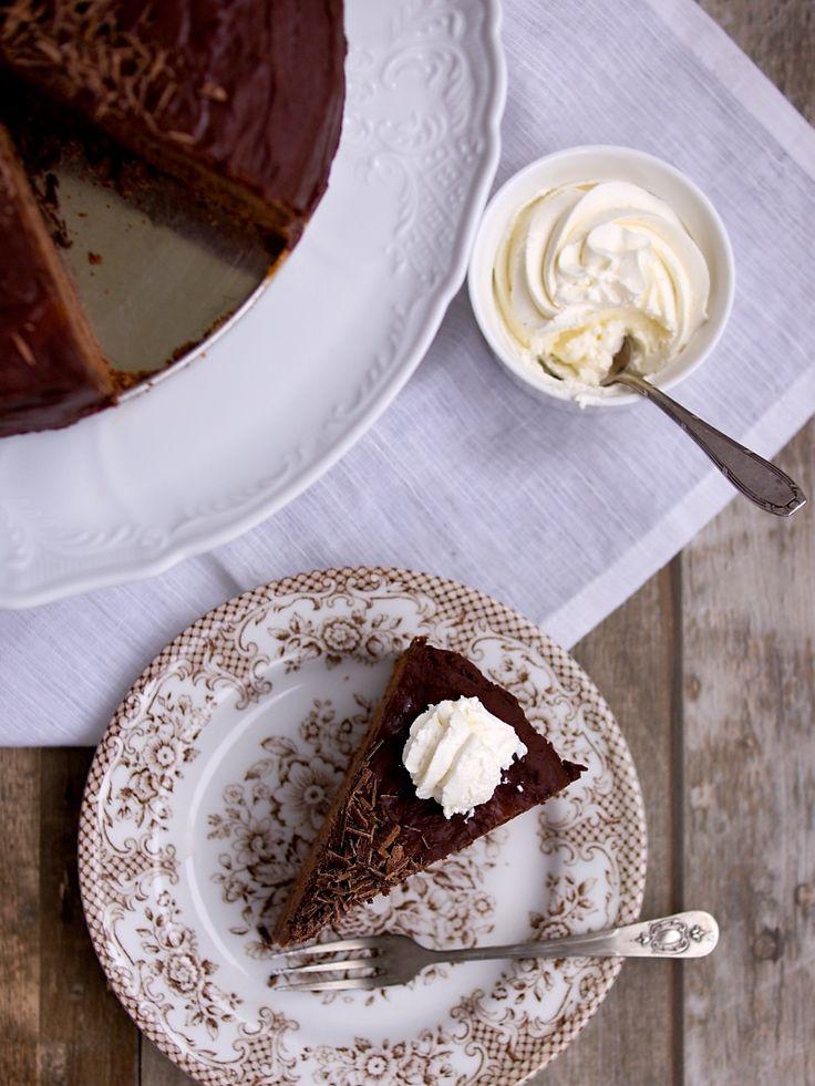 Před týdnem jsem se muže zeptala, jaký by chtěl dort k narozninám. Poručil si sachr a já, ač čokoládové dorty nepreferuji, mu tuhle kalorick...