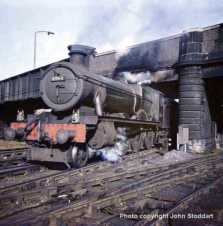 6964 Thornbridge Hall bursts from under Hoole Bridge with an afternoon Chester-Shrewsbury train.