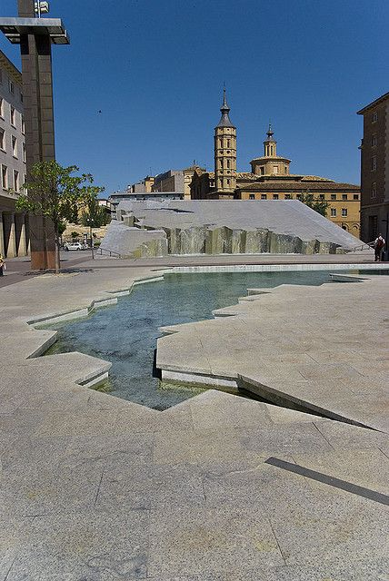 cascada de la plaza del pilar  zaragoza  spain