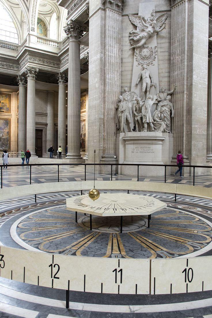 Panteón (Panthéon), Paris, Francia.El péndulo de Foucault. Instalado en 1851, desmontado y vuelto a instalar en 1995, demuestra la rotación de la Tierra. Foto de Susana Rendo