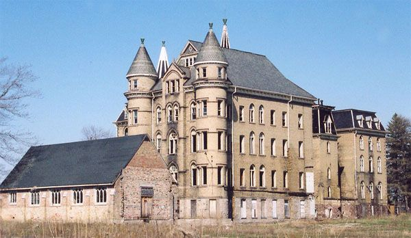 Alma College in St. Thomas, Ontario. Alma College was a girls private school in St. Thomas, Ontario in Canada. Built in 1878, the school was in operation between 1881 and 1988. The college closed in 1988 in part due to a teacher's strike.