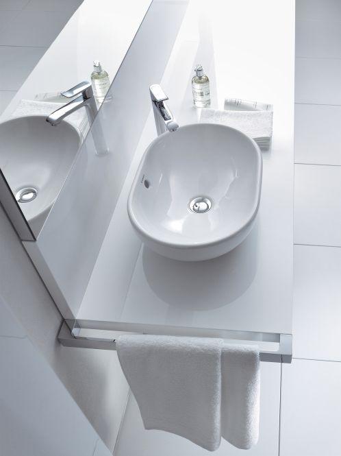 Großer Waschtisch mit kleiner Waschschüssel. Wie sieht dein Badezimmer aus? Wovon träumst du? Inspiration, Tipps und Ideen zum Thema Bad findest du bei www.wohn-dir-was.de  Bildmaterial (c) Duravit