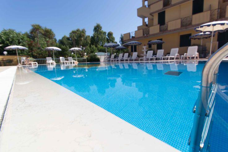 #outdoor pool http://www.costazzurraresidence.it/