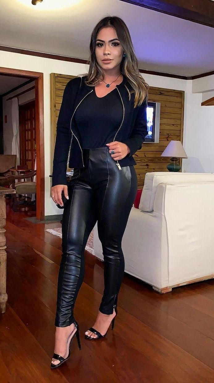 Young Lady In Skintight Black Leather Leggings  -6046