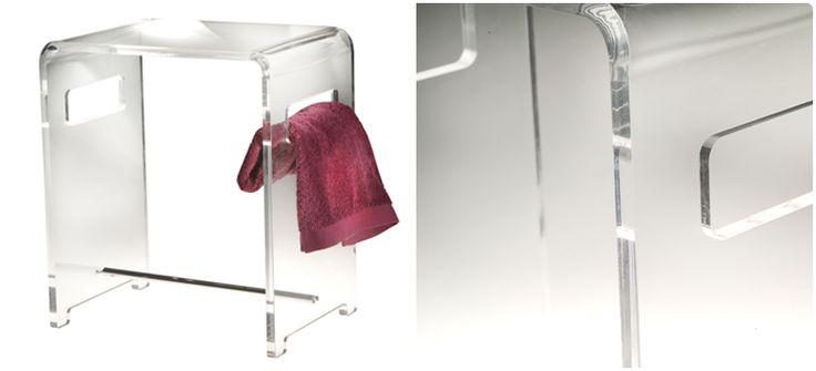 OGGETTISTICA D'APPOGGIO / Sono realizzati in materiali pregiati quali vetro soffiato, vetro craquelé, ottone cromato, ceramiche, plexiglass, ecc..