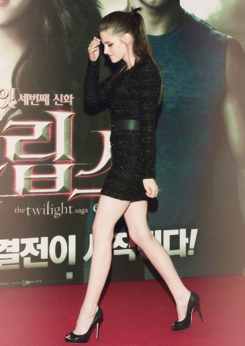 Kristen Stewart  sleek high pony + long-sleeve body con dress + stilletos