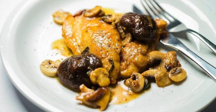 O filé de frango de todo dia pode ganhar uma versão chique com essa receita de scaloppine de frango com cogumelos. Clique ao lado para ver a receita