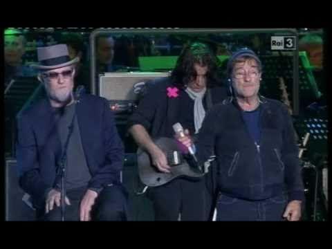 ▶ LUCIO DALLA & FRANCESCO DE GREGORI - Concerto Primo Maggio 2011 - YouTube