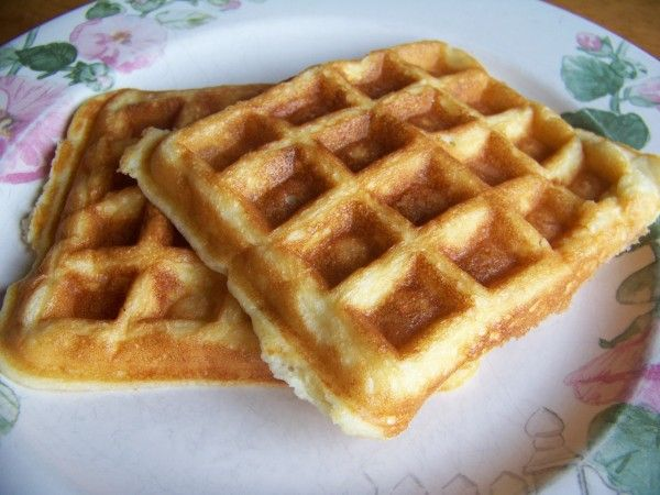 Almond Flour Waffles – Gluten Free Recipe Breakfast and Brunch with almond flour, baking powder, salt, heavy cream, oil, eggs