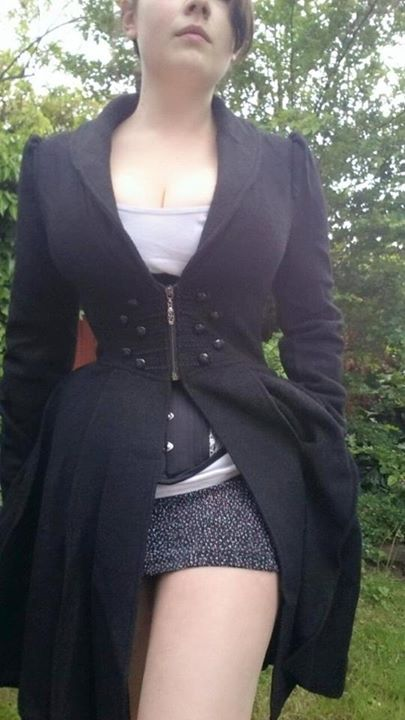 This is the Y-465 PUNK RAVE corset coat by Restyle. It has adjustable laces in the back so it's perfect for stealthing!
