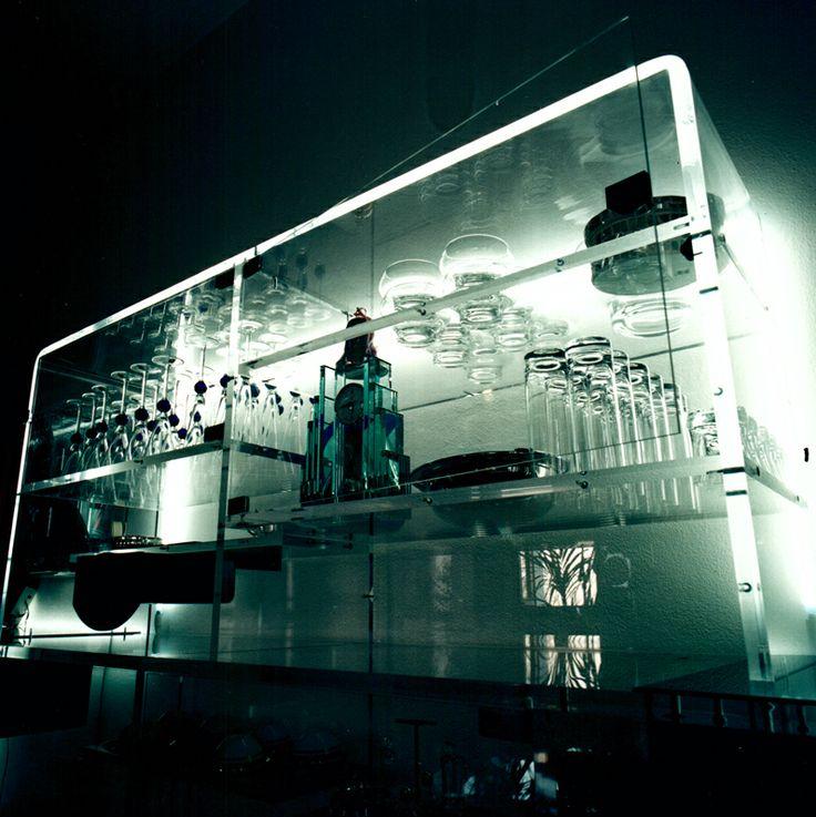 Vetrina porta oggetti in plexiglass, illuminata al neon, 1991