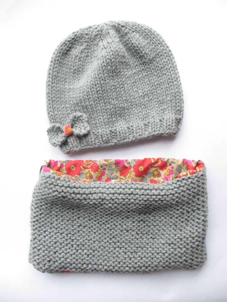 Girls knitted hat and cowl. Fleece on the inside of scarf instead?