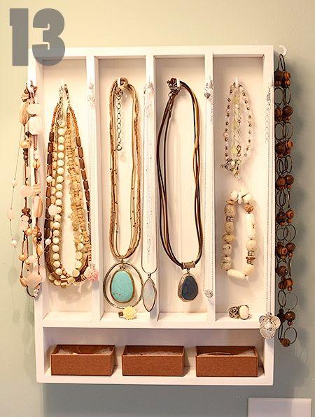 rangement bijoux dans un rangement de tiroir