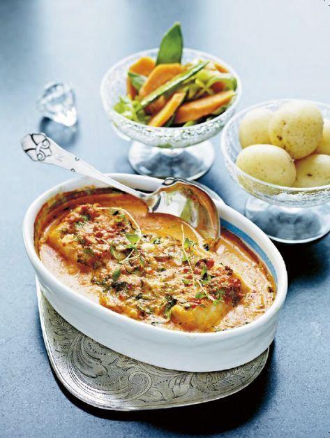 Vacker fisk som lagar sig själv. Serveras med kokt potatis och balsamicomarinerade morotsslantar och sockerärter. De marinerade grönsakerna är ett gott till