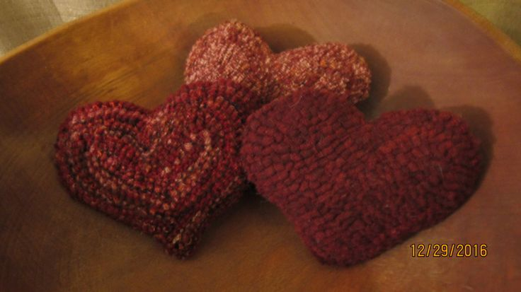 Set Of 3  Hooked Rug Heart Shaped Bowl Fillers,Reds & Pinks Valentine's Day  Folk Art by TheCrazyWoolLady on Etsy
