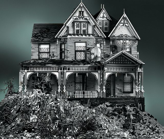 Cortesía de la Rulos, yo quiero esta Spooky House de Legos!!