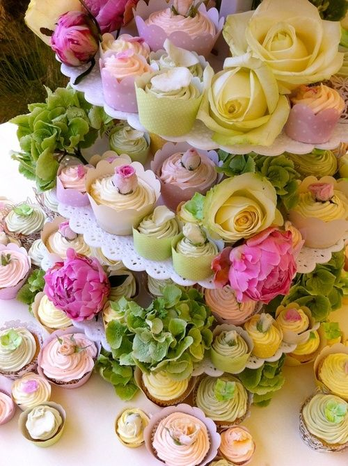 Stunning table display...cupcakes & floral blooms