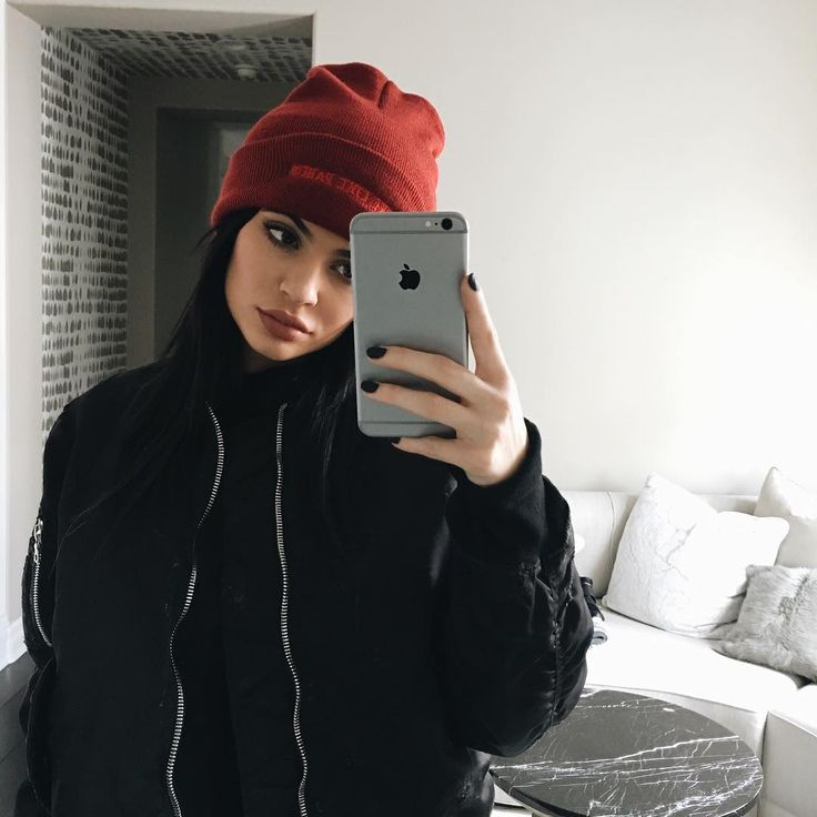 Kylie Jenner makeup | See this Instagram photo by @kyliejenner • 1.3m likes