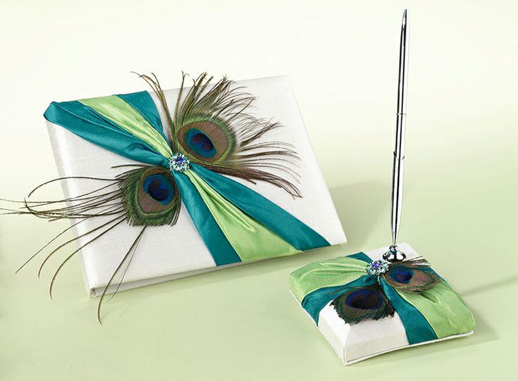 Gastenboek en pennenset Pauwenveer Als basis wit satijn, gedecoreerd met turquoise/groen satijnen sjerp, pauwenveren en turquoise/groen strass