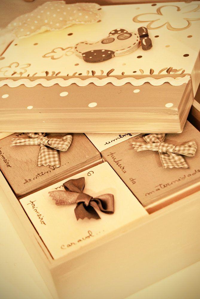 Caja con cajitas para guardar los #recuerdos del bebé, de Algodão Doce.